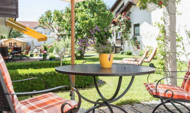 Hotel Fischerwirt Ismaning - Garten Sitzecke